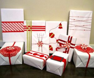 10 Red Accent Gift Wrapping Ideas | Easy, creative DIY red gift wrapping ideas for Christmas with ribbon, felt, and washi tape.