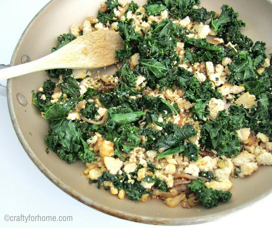 Scrambled Tofu With Kale. Tofu scrambled recipe for a quick, easy, healthy breakfast meals ideas or any time during busy weekdays. #dairyfree #glutenfree #cleaneating for full recipe on www.craftyforhome.com
