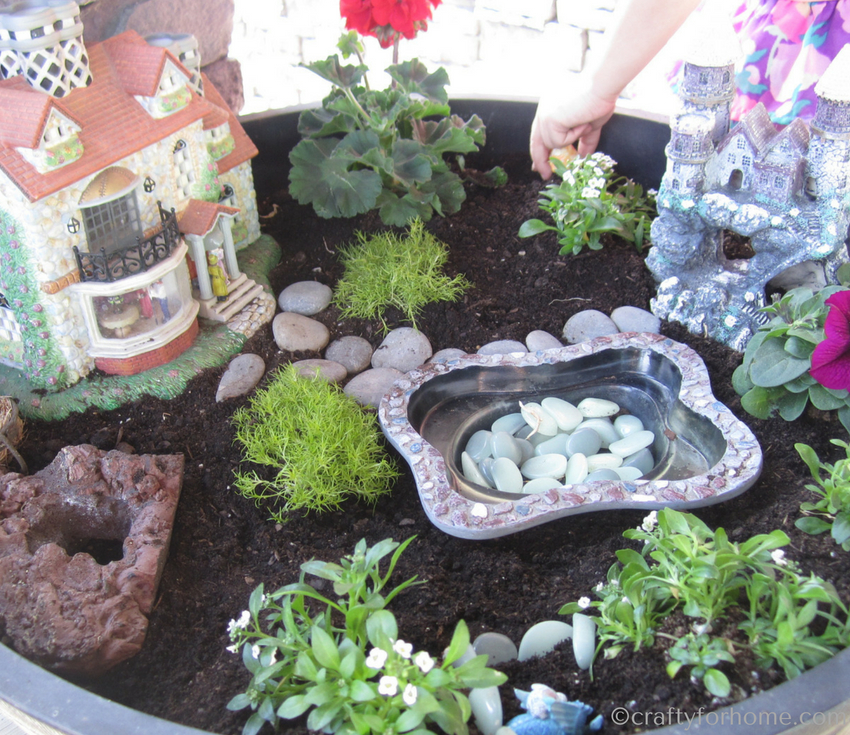 Miniature garden ideas on outdoor container for kids #fairygarden #miniaturegarden #gardenproject #gardeningwithkids for more ideas read more on craftyforhome.com