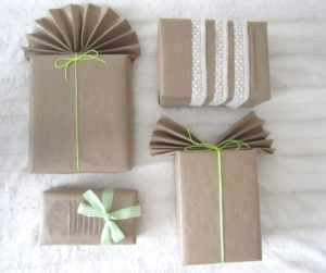 Brown Paper For Gift Wrapping Ideas | Use brown paper for a simple DIY gift wrapping ideas and decorate it with ribbon, lace, and decorative cord for Christmas and any occasions.