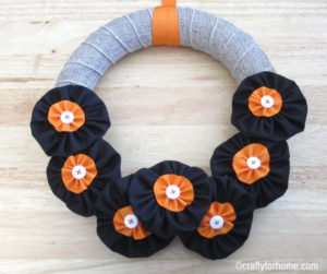 Easy Fabric Flower Fall Wreath | Easy DIY fabric flower fall wreath tutorial for the front door or wall using dollar store's supplies, handmade fabric flower, and basic stitching