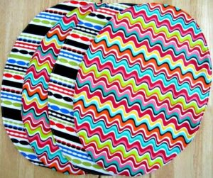 Free tutorial on how to sew oval-shaped placemats | Crafty For Home