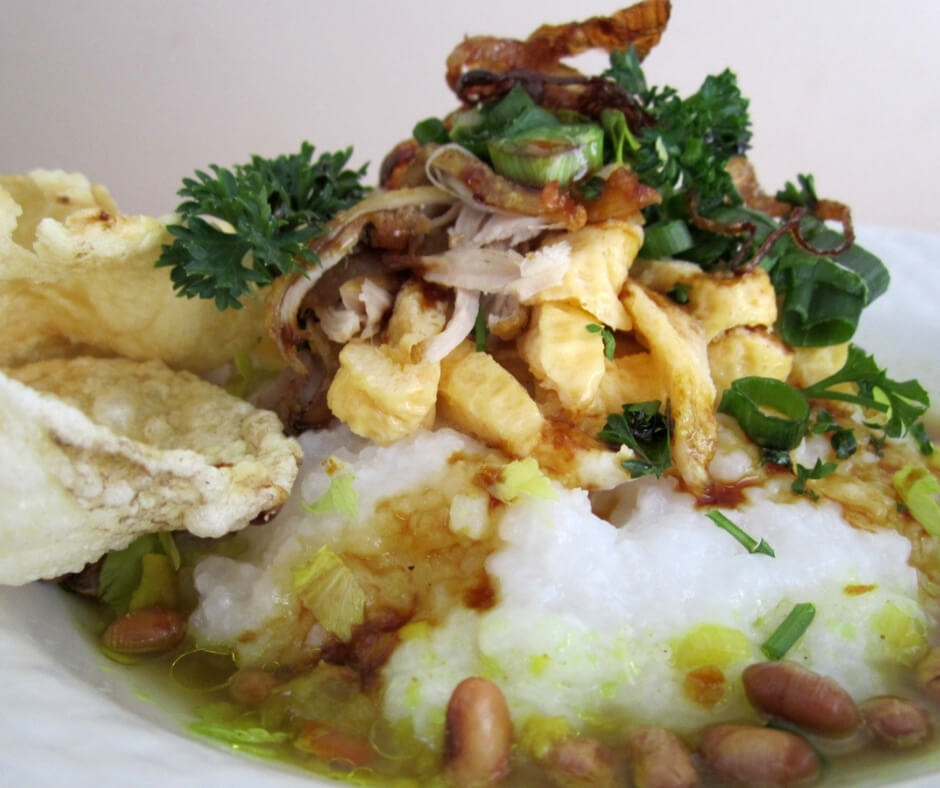 How to serve Indonesian chicken rice porridge